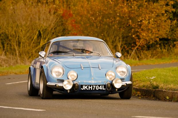 Classic & Sports Car – Porsche 911 vs Alpine A110: Rally heroes for the road