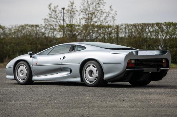 Classic & Sports Car – When did you last see two Jaguar XJ220s in one auction?