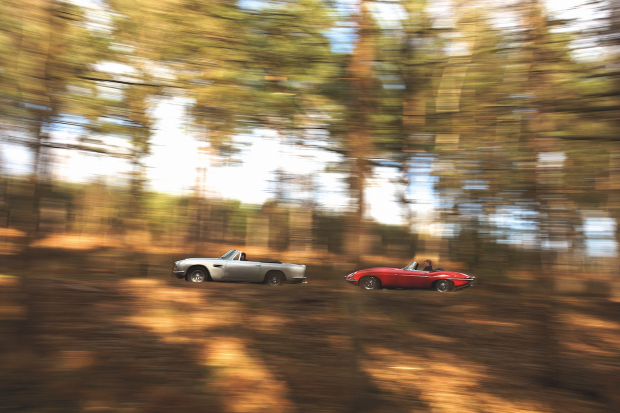 Classic & Sports Car – The civil English war: Aston DB6 vs Jaguar E-type