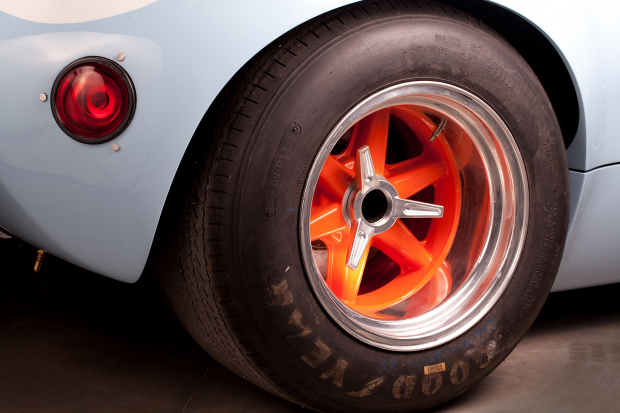 Classic & Sports Car – You can almost taste the champagne with these Ford GT40 replicas