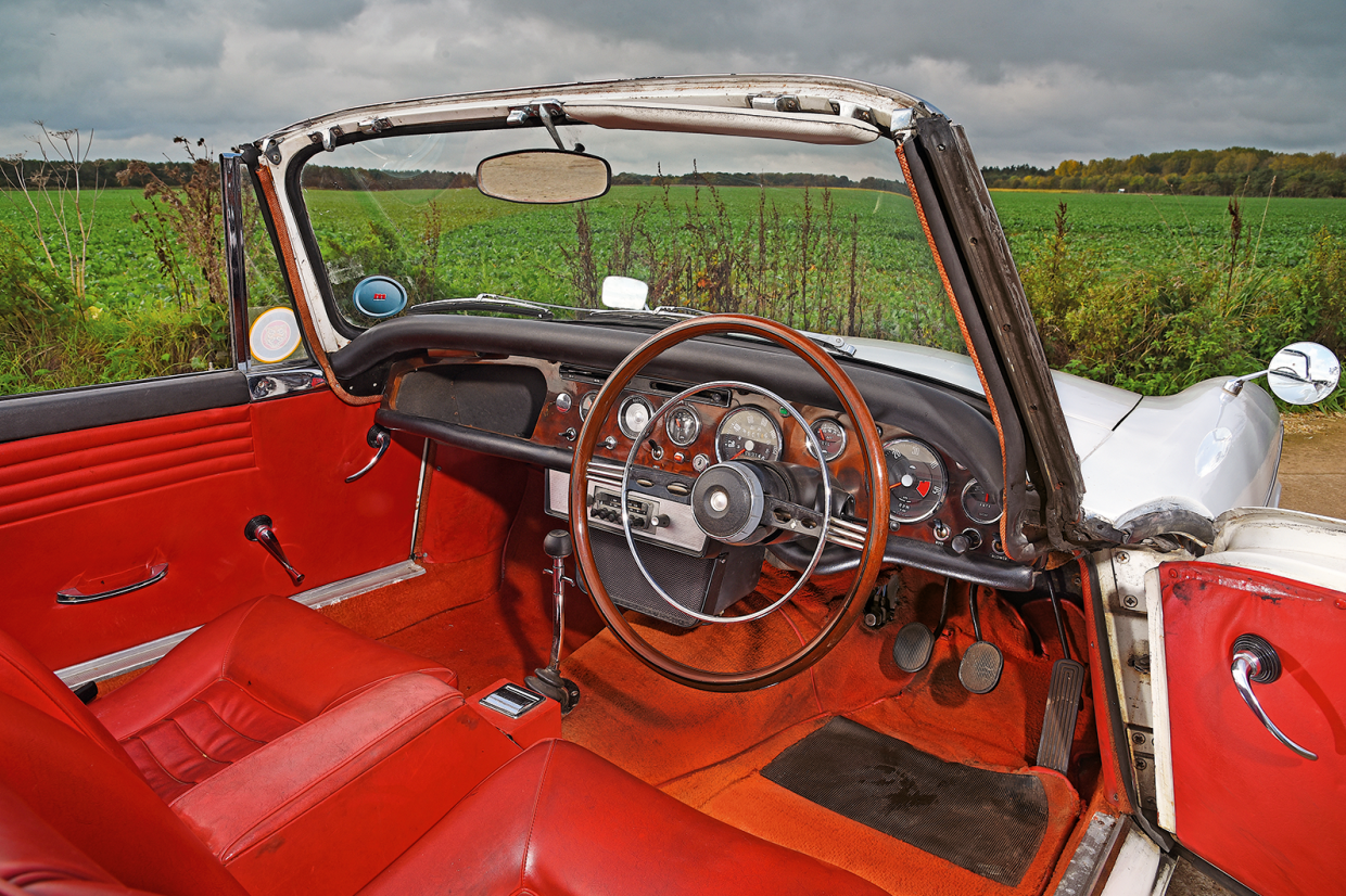 In the cabin of the Sunbeam Tiger with its US-inspired chrome horn ring