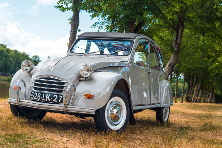 Classic & Sports Car – Meet the luxury Citroën 2CV